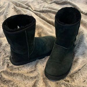 Black short uggs